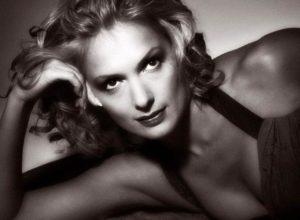 Шпагатоманию Волочковой подхватила всеми любимая актриса Мария Порошина, вот как у неё это получилось.